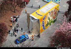 Honda dévoile sa Civic dans une immense boîte de céréales renversée - Honda Civic Cereal Prize