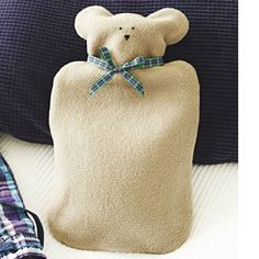 Make a teddy hot-water bottle cover: free sewing pattern Free Sewing, Knitting Patterns Free, Free Knitting, Sewing Toys, Baby Sewing, Water Bottle Crafts, Water Bottle Covers, Sewing Appliques, Easy Sewing Projects