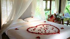 Find The Best Powerful Photos Honeymoon Bedroom Decoration Trend – Bed and breakfast things Romantic Hotel Rooms, Bedroom Romantic, Days Hotel, Romantic Honeymoon, Honeymoon Special, Romantic Getaway, Honeymoon Packages, Honeymoon Destinations, Hotel Decor