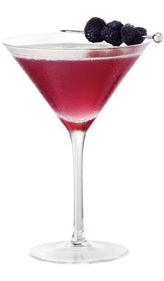 French Martini - one of my favorite cocktails. 1 oz Chambord Flavored Vodka oz Chambord Liqueur 2 oz Pineapple Juice Shake ingredients with ice and strain into martini glass. Garnish with raspberries. French Martini Cocktail, French Cocktails, Cocktail Drinks, Cocktail Recipes, Cocktail Shaker, Red Martini, Cocktail Glass, Martini Bar, Party Drinks