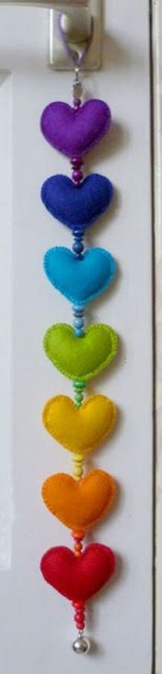 Door reminder to love yourself and that you are loved-each girl could make one colour and give it to the rest of the girls? They could then make their own multi-coloured chain? - Home Decorating Diy Ideas Fabric Crafts, Sewing Crafts, Sewing Projects, Craft Projects, Diy And Crafts, Arts And Crafts, Heart Crafts, Creation Couture, Felt Patterns