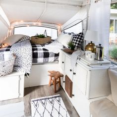 30 Creative Picture of Pop Up Camper Makeover Ideas On A Budget. The very first step was supposed to empty the camper. If you want to get this fantastic camper, there's fantastic news. More than a few people are rel. Vintage Campers, Camping Vintage, Vintage Travel Trailers, Vintage Airstream, Vintage Rv, Vintage Caravans, Vintage Decor, Airstream Bambi, Rv Interior