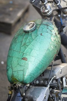 not a good thing to happen to your tank but it looks cool! Retro Bikes, Vintage Bikes, Custom Motorcycle Paint Jobs, Custom Bikes, Harley Davidson, Yamaha 535 Virago, Rat Rods, Style Cafe Racer, Vespa
