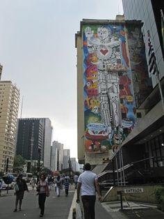 O mural 'O entusiamo de Anunnaki', de Rui Amaral, na Av. Paulista, em São Paulo (Brasil) (Foto: Victória Brotto/G1) #cc