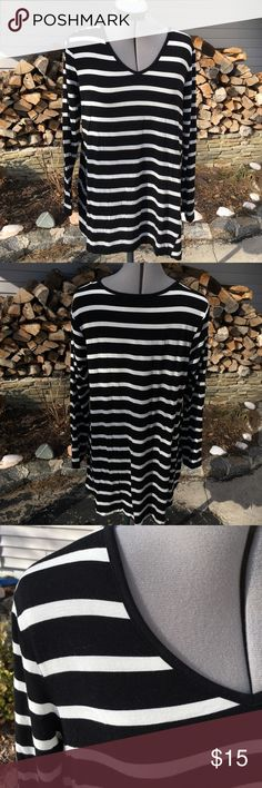 Long Striped Tee Worn twice in beautiful condition. Super soft fabric with black and white stripes.. flares a little at the waist to hide the tummy! Always open to offers and discounts on bundles! roz&ali Tops Tees - Long Sleeve