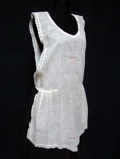 LATE EDWARDIAN 1920s Vintage PRETTY PINK ROSETTE & LACE PINAFORE OVER DRESS