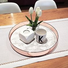 45 Inspiring Copper Rose Gold Kitchen Themes Decorations - 2020 Home design Copper And Marble, Rose Gold Marble, Copper Rose, White Marble, Copper Tray, Copper Blush, Copper Table, Rose Gold Rooms, Rose Gold Decor