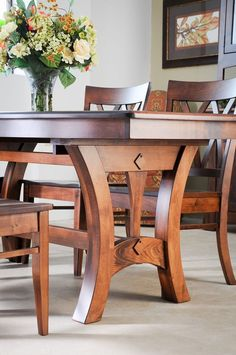 Get inspired by these dining room decor ideas! From dining room furniture ideas, dining room lighting inspirations and the best dining room decor inspirations, you'll find everything here! Farmhouse Dining Room Table, Dinning Room Tables, Wooden Dining Tables, Dining Room Sets, Dining Chairs, Room Chairs, Outdoor Dining, Wooden Dining Table Designs, Dining Table With Leaf