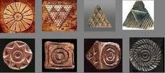 Pintaderas de diferentes formas y materiales, decoradas con  variados motivos, procedentes de yacimientos de Gran Canaria.