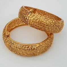 Beautiful bangles. Indian jewellery / jewelry. £18. Email alamsjewellers@gmail.com with enquiries. #jewellery #Indianwedding #indian #asian #wedding #taal #gold #imitation