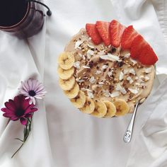 Nourish From The Inside Out. Smoothie Bowl, Smoothies, Eat Healthy, Healthy Snacks, Skinny Me Tea, Real Food Recipes, Yummy Food, Vegetarian Breakfast, Food Is Fuel