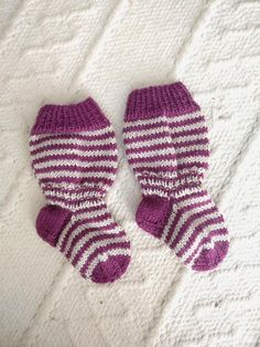 Items similar to Hand knit baby socks on Etsy Baby Socks, Baby Knitting, Trending Outfits, Unique Jewelry, Handmade Gifts, Etsy, Clothes, Vintage, Fashion