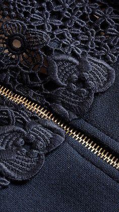"цвет ""Navy"" Macramé Lace Detail Silk Blend Dress Navy - Image 2"