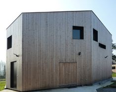 the dweller's perception from the interior viewing outwards dictated a monolithic volume with an irregular footprint and angled roofline to provide different prospects of the landscape from each room.