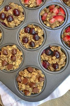 Healthy Banana Oat Muffins Ingredients) – The Lazy Dish Gesunde Bananen-Hafer-Muffins Bestandteile) – der faule Teller Oat Muffins Healthy, Banana Oat Muffins, Banana Oats, Oat Pancakes, Breakfast Muffins, Breakfast Ideas, On The Go Snacks, Healthy Snacks For Kids, Healthy Food