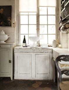 old and elegant kitchen. via elle espana.
