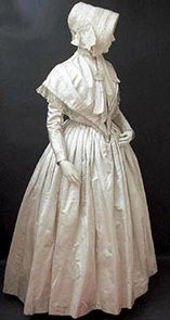 Wedding dress ca. 1846 From the Fashion History Museum Vintage Outfits, Vintage Dresses, Historical Costume, Historical Clothing, English Wedding Dresses, Dress Wedding, Victorian Fashion, Vintage Fashion, Victorian Costume