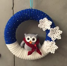 Crochet Christmas Wreath, Crochet Wreath, Crochet Christmas Decorations, Christmas Wreaths To Make, Christmas Crochet Patterns, Crochet Ornaments, Holiday Crochet, Christmas Knitting, Holiday Wreaths