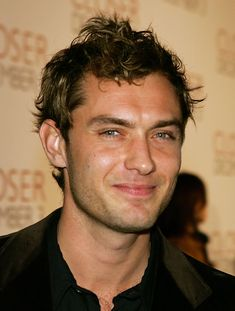 can't pinpoint it, but theirs something really attractive about Jude Law..