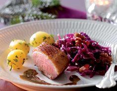 Andebryst opskrift med tyttebærkål - skøn julemad - se her Baked Potato, French Toast, Pork, Low Carb, Eggs, Meat, Baking, Breakfast, Ethnic Recipes
