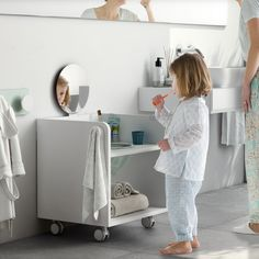 Smart Montessori Ideas For Baby Bedroom Montessori Bedroom, Montessori Baby, Kid Bathroom Decor, Small Bathroom, Bathroom Cart, Bathroom For Kids, Kids Sink, Bathroom Vanities, Bathroom Interior