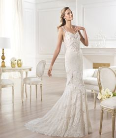 Pronovias 2018 / The wisdom and skill of expert seamstresses transform fine fabrics into haute couture designs. These wedding dresses are pure magic. Pronovias has designed a collection to enchant not only romantic, classic brides, but also modern. Bohemian Style Wedding Dresses, Ivory Lace Wedding Dress, Wedding Dresses Photos, Elegant Wedding Dress, Designer Wedding Dresses, Bridal Dresses, Wedding Gowns, Backless Wedding, Dress Lace