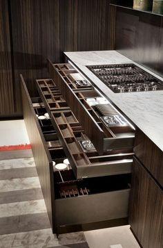 제주도 협재 현장의 창고동에 설치된 주방가구입니다. 주방 측면의 창을 통해 외부에 간단한 음식을 내어 ...