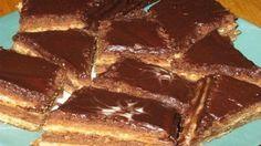 Tortul de ciocolată pe bază de smântână este deosebit prin gustul său gingaș și aroma îmbietoare. Se pregătește foarte ușor și nu necesită multe investiții. Acest tort este ideal atunci când se delectează cu ceai toată familia sau când se adună prietenii la un ceai cald. Ingrediente: -2 linguri de margarină sau unt; -2 pahare de smântână; -1 ou; -1 pahar de zahăr tos; -1-1,5 pahar făină; -2 linguri cacao; -1 linguriță praf de copt. Mod de preparare: 1.Topiți margarina (sau untul) și…