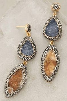 3fd2101bc907 How stunning are these statement earrings ! Pendientes
