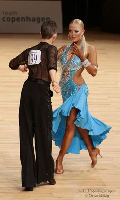 Love it when the color matches the eyes! Cabaret, Latin Ballroom Dresses, Ballroom Dancing, Latin Dresses, Baile Latino, Tango Dancers, Salsa Dress, Salsa Dancing, Belly Dance Costumes