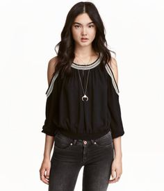 SUPER loving this black open shoulder top by H&M. Not usually a fan of open shoulder tops but I really like this one! (affiliate link)
