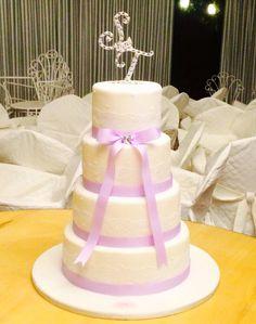 Wedding cake #wedding #cake #purple #lace #white #romantic #chic #ledolcezzediveronica