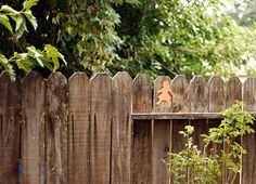 """""""seek and find"""" game: hide paper cutouts in about ten different colors around the yard, and then gave kids a color-coded checklist so they can keep track of which ones they've found"""