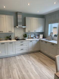 Kitchen Room Design, Modern Kitchen Design, Home Decor Kitchen, Kitchen Interior, Grey Kitchens, Luxury Kitchens, Home Kitchens, Open Plan Kitchen Dining Living, Living Room Kitchen