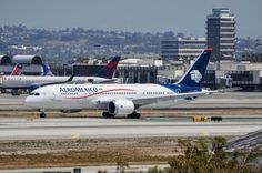 AeroMexico 787-8 arriving at LAX as AM19 from MEX. AM is the latest 787 operator at LAX. Photo taken April 12, 2015.