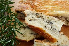 FRANCE / http://www.whichmeal.com/france/dishes/FOUGASSE-BREAD-443/