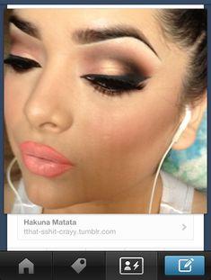 Very pretty eye makeup, seductive look