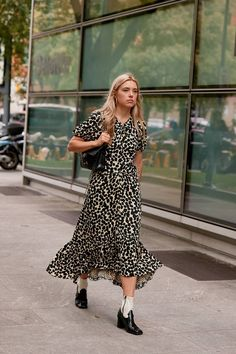 The Best Street Style Looks From Milan Fashion Week Spring 2020 – Daily Fashion Milan Fashion Week Street Style, Spring Street Style, Cool Street Fashion, Casual Street Style, Street Style Looks, Street Chic, Image Fashion, 90s Fashion, Spring Fashion