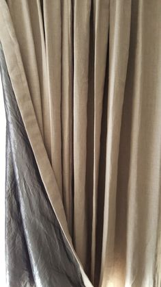 Stoere linnen gordijnen naturel met fuchia rose jute band.   linnen ...