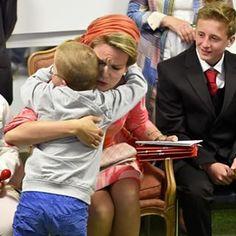 Sweet and warm welcome for Queen Mathilde The Queen opened the Mother and Child Center at the UZA, Antwerp, 21st May 2015 : AOP #queenmathilde #reinemathilde #koninginmathilde #queen #mathilde #antwerp #anvers #antwerpen #kind #sweet #cute #instadaily #instaroyal #instamoment #uza #belgium #belgique #belgie #belgian #picoftheday #bestoftheday #belgianroyals #belgianroyalty #belgianroyalfamily