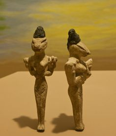 The Ubaidian figurines. The Ubaid period (ca. 6500 to 3800 BC) is a prehistoric period of Mesopotamia, near Ur in southern Iraq. These Ubaidian figurines can be found in the Museum's Stout Hall of Asian Peoples. Aliens And Ufos, Ancient Aliens, Ancient History, Ancient Mesopotamia, Ancient Civilizations, Prehistoric Period, Arte Tribal, Inka, Sumerian