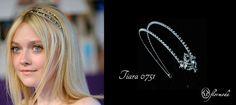 Dakota Fanning con una preciosa tiara. En Flormoda te proponemos una tiara con detalle cristalino al lado.