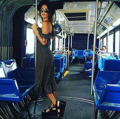 thaila ayala instagram pessoal onibus flatforms street style