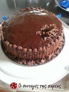 Είναι από βιβλίο της Βέφας Αλεξιάδου. Δοκιμάστε την! Greek Sweets, Greek Desserts, Greek Recipes, Greek Cake, Cake Recipes, Dessert Recipes, Cheesecake Tarts, Frozen Yogurt, Cakes And More