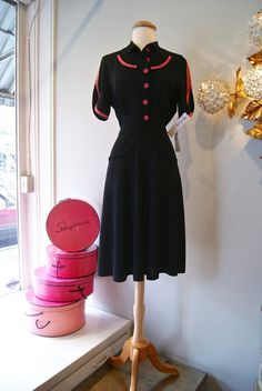 Fabulous 1940s rayon crepe cocktail dress with shocking pink piping. #vintage #1940s #dresses #fashion