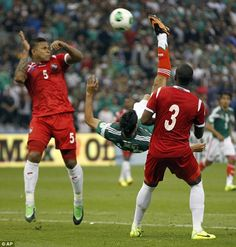 Amazing bicycle kick keeps Mexico's World Cup dream alive Mexican Soccer Players, Football Soccer, Football Shirts, Football Stuff, Mexico World Cup, Bicycle Kick, Scissor Kicks, Football Mexicano, World Cup Qualifiers