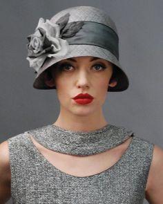 Cloche hat 1920s vintage style, élégance et féminité Vintage Outfits, Vintage Fashion, Vintage Style, 1920s Style, Victorian Fashion, Fashion Fashion, Vintage Inspired, 1930s Fashion, Fashion 2018