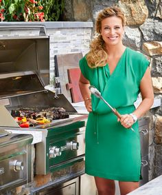 Donatella Arpaia's Outdoor Dining Playlist. - Dujour Similar series with chefs to cross-promote Gaana. Celebs, Celebrities, Outdoor Dining, Summer Recipes, Food Network Recipes, Celebrity Chef, Song List, Summer Food, Lifestyle