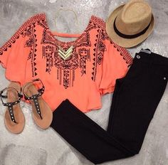 Immagine tramite We Heart It https://weheartit.com/entry/132394189 #boho #cool #coral #ethnic #fashion #gorgeous #hat #hipster #indie #sandals #skinnyjeans #streetstyle #summer #trendy #ruffledblouse