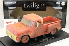 12863: Chevrolet Pick-up Twilight Dirty Version Bj. 1963 rot / orange 1:18 Greenlight, EAN 810166016414Hersteller: Greenlight Maßstab: 1:18 Fahrzeug: Chevrolet Pick-up Twilight Dirty Version Baujahr: 1963 Artikelnummer: 12863 Farbe: rot / orange EAN 810166016414